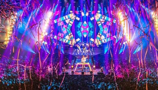 Armin faz a estreia de sua turnê Armin Only Embrace em Amsterdam.